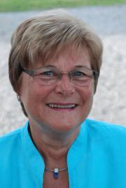 Helga Klee gratuliert der frischgebackenen Ständeratspräsidentin Forster. - Helga
